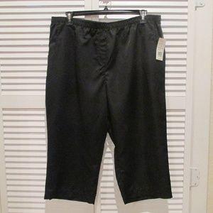 Kim Rogers black capri with elastic waist